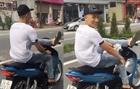 Nam thanh niên lái xe bằng chân bị xử phạt