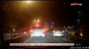 Sau va chạm giao thông, tài xế xe tải bị đánh giữa đường