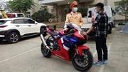 Nam thanh niên phóng xe 300 km/h trên phố Hà Nội