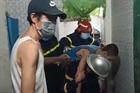 Cảnh sát giải cứu thành công cháu bé bị kẹt trong khe tường