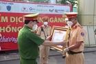 Thứ trưởng Lê Quốc Hùng trao bằng khen cho các chiến sỹ có thành tích xuất sắc