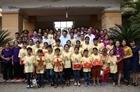 Phó Thủ tướng Vương Đình Huệ tặng quà tại Làng trẻ em SOS Hà Tĩnh