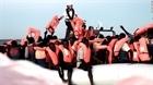 Tàu quân sự Italy đưa hơn 500 người tị nạn cập cảng