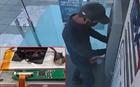 Camera phát hiện kẻ lắp thiết bị đánh cắp dữ liệu tại cây ATM