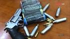 141 Hà Nội phát hiện thanh niên tàng trữ súng, pháo, bình khí nén