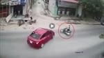 Phóng nhanh lao thẳng vào ô tô sang đường
