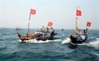 Quảng Ngãi: Ngư dân bắt xe khách ra...tàu cá