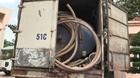 Ngụy trang xe tải tinh vi đi đổ trộm chất thải