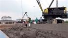 Bắt quả tang sà lan khai thác cát trái phép trên sông Tiền