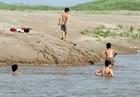 Giảm thiểu tai nạn đuối nước cho trẻ em dịp hè