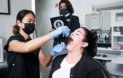 Cô gái lập kỷ lục miệng rộng nhất thế giới