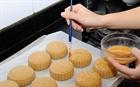 Lớp dạy làm bánh trung thu online hút người học